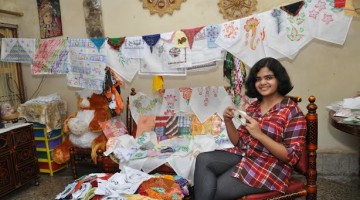 Aditi_Deshpande_handkerchiefs_collection_raipur_world_record