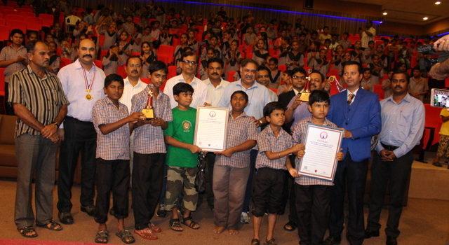 Dr_Ram_Ratan_ Nala_sasan_gir_world_lion_day_record