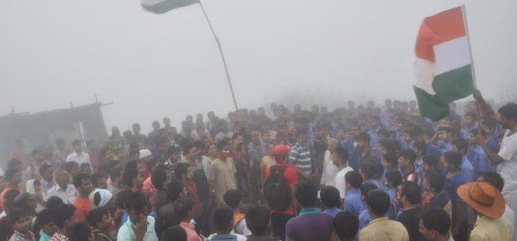divyabhaskar_Girnar_Flag_hosting
