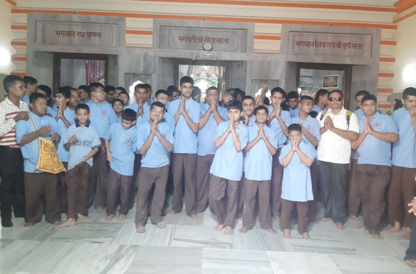 MOST STUDENT VISIT & PRAY TOGETHER IN MAXIMUM TEMPLES