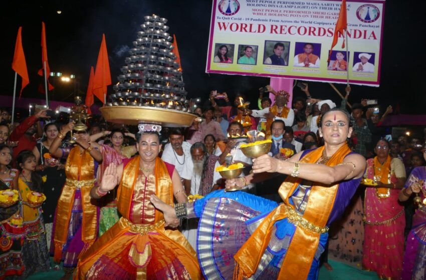 MOST PEOPLE PERFORMED SHERI GARBA WHILE HOLDING POTS ON THEIR HEADS.